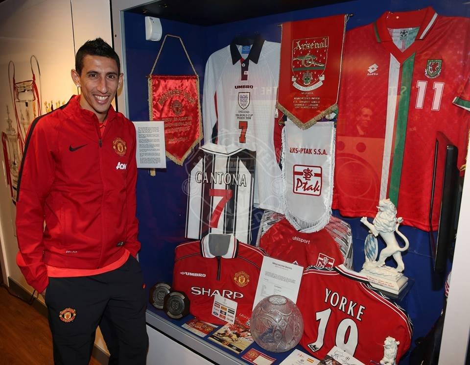 Pamiątki ŁKS w klubowym muzeum Manchester United
