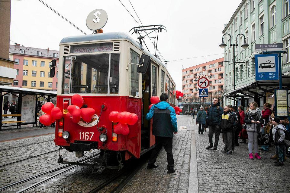 Przejażdżkę odrestaurowanym wagonem z 1957 r. z okazji Światowego Dnia Zdrowia zorganizowała Fundacja Rozwoju Kardiochirurgii im. prof. Zbigniewa Religi