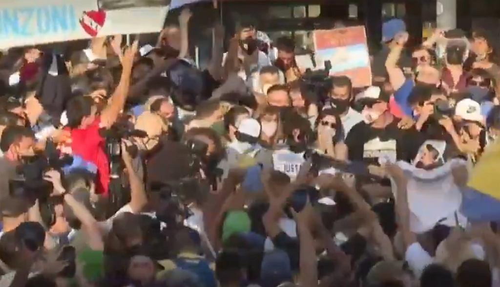 Protesty w Buenos Aires po śmierci Diego Maradony
