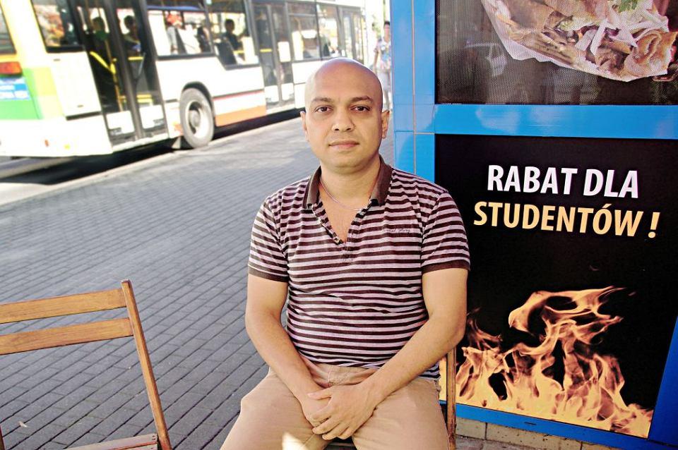 Spotyka się z facetem z Bangladeszu
