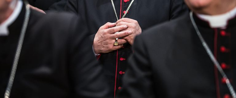 Sondaż. Polacy chcą, by Kościół wypłacał odszkodowania ofiarom pedofilii
