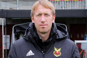 Historia jak z gry komputerowej. Trener, który zaczynał w czwartej lidze szwedzkiej, objął zespół z Premier League. Przed rokiem chciała go Legia