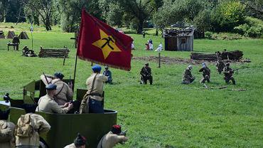 Inscenizacja historyczna Bitwy Warszawskiej, która odbyła się w 1920 r. w Ossowie pod Warszawą pomiędzy Polakami a bolszewikami