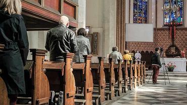 Czy w kościele można się zarazić koronawirusem? 'Głupich księży nie brakuje'