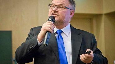Profesor Piotr Jaranowski z Uniwersytetu w Białymstoku na specjalnej konferencji opowiadał o szczegółach przełomowego odkrycia dotyczącego pierwszego w historii odczytania fal grawitacyjnych
