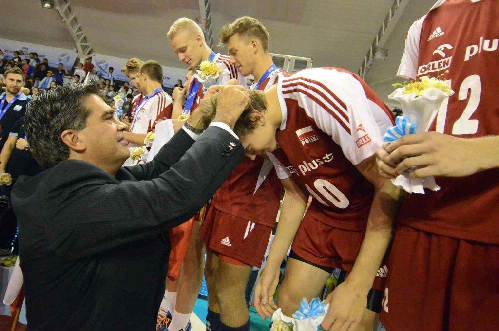 Damian Domagała odbiera złoty medal