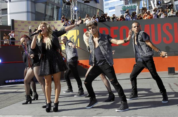 Singer Demi Lovato performs outside the Staples Center before the start of the 2012 MTV Video Music Awards in Los Angeles, September 6, 2012.   REUTERS/Mario Anzuoni (UNITED STATES  - Tags: ENTERTAINMENT)   (MTV-ARRIVALS)