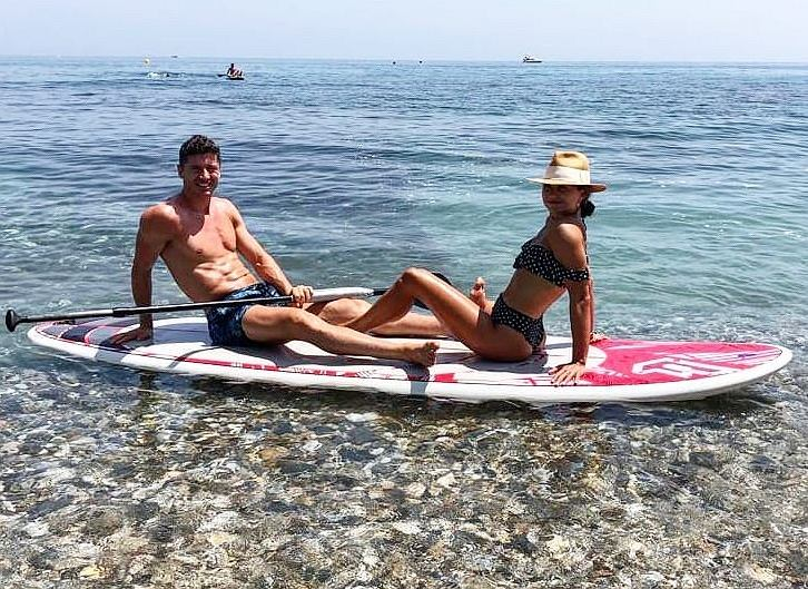 Anna Lewandowska i Robert Lewandowski wzięli udział w #bottlecapchallenge