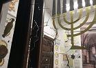 Do Nowej Synagogiw GdańskuWrzeszczu nieznany sprawca wrzucił kamień.