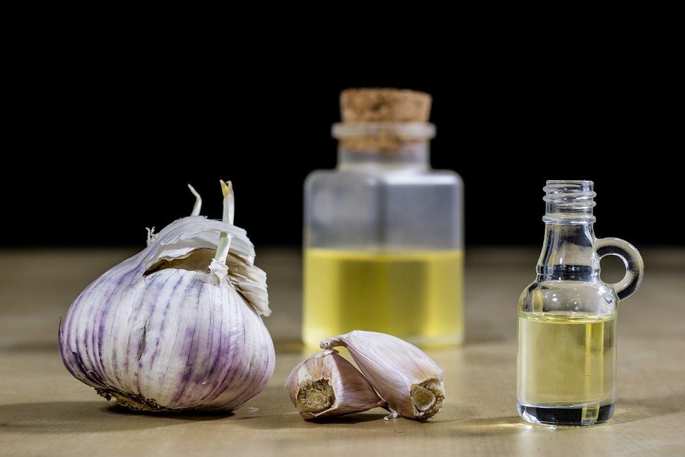 Syrop z czosnku to silny naturalny antybiotyk i prozdrowotna mikstura, którą można stosować zarówno profilaktycznie, jak i leczniczo.