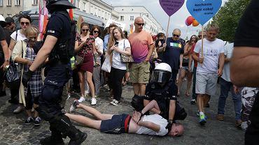 Starcia kiboli z policją podczas Marszu Równości w Białymstoku.