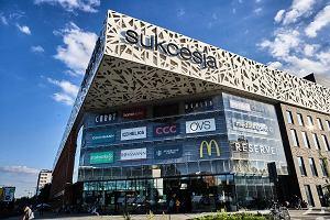 """Wielkie centrum handlowe w Łodzi zostało zamknięte. """"Sukcesji zabrakło magnesu przyciągającego klientów"""". Czego jeszcze?"""