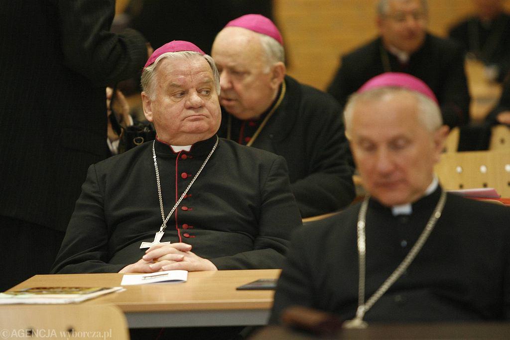 Biskup Tadeusz Rakoczy przez ponad 20 lat kierował diecezją bielsko-żywiecką. Watykan wszczął dochodzenie w sprawie tuszowania przez biskupa kościelnej pedofilii. Na zdjęciu bp Tadeusz Rakoczy w 2008 r.