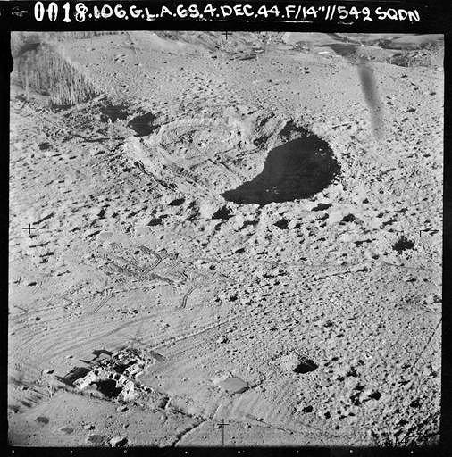 Krater pozostały po eksplozji w RAF Fauld