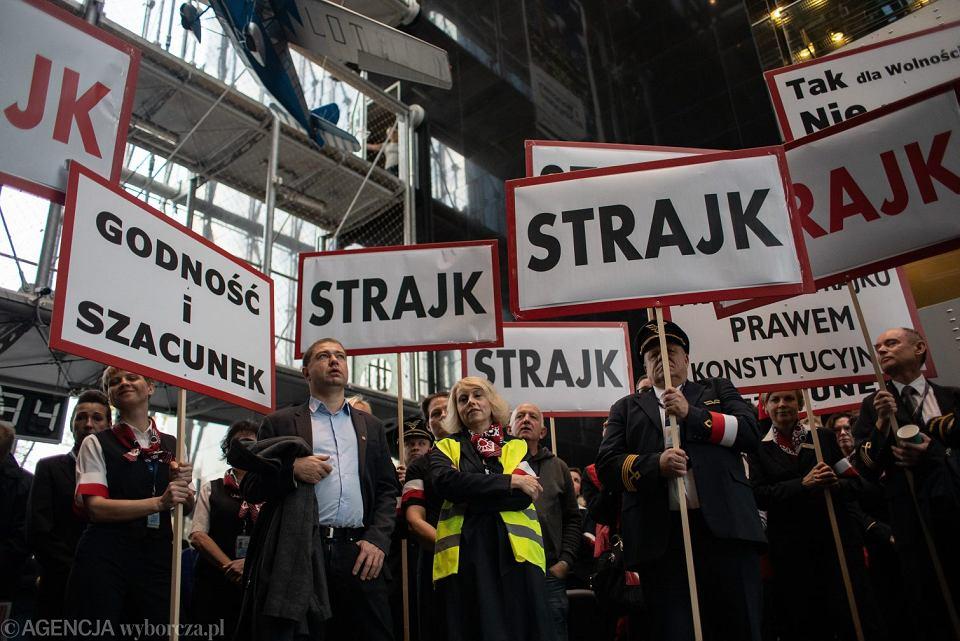 Strajk pracowników Polskich Linii Lotniczych Lot w Warszawie.