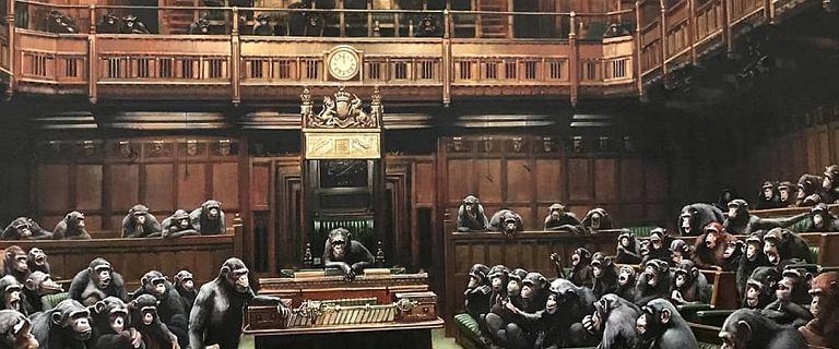 Brexit i Banksy. Jego obraz z szympansami w parlamencie idzie na sprzedaż