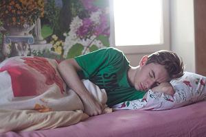 Nastolatek a depresja. Posyłać do szkoły czy załatwić zwolnienie? Psycholog: Sytuacja jest skomplikowana