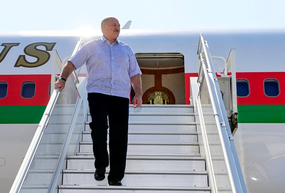 Aleksander Łukaszenko wysiada z samolotu w Soczi, 14 września 2020 r.