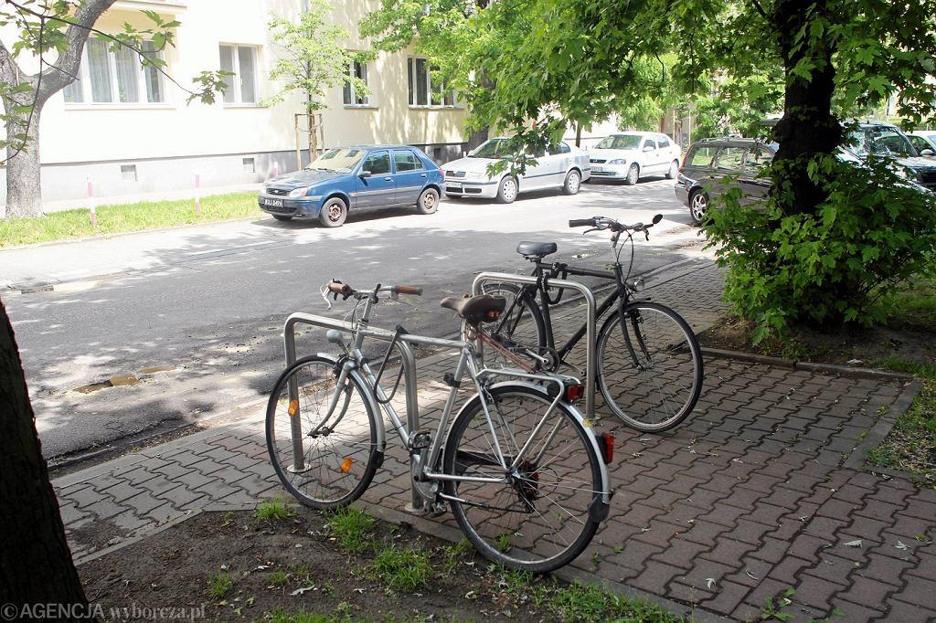 Stojaki rowerowe, ul. Sękocińska