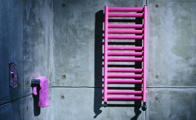 Grzejnik łazienkowy Java w intensywnym różowym kolorze, 50 x 70 cm, Purmo, cena: ok. 620 zł