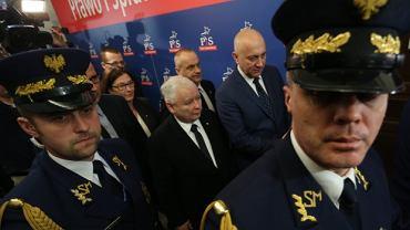 Jarosław Kaczyński z Beatą Mazurek i Joachimem Brudzińskim