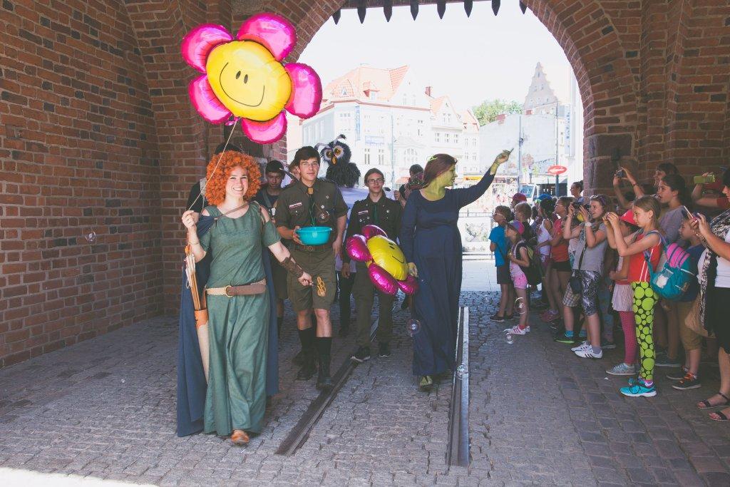 Parada postaci bajkowych z okazji Światowych Dni Bajki w Olsztynie