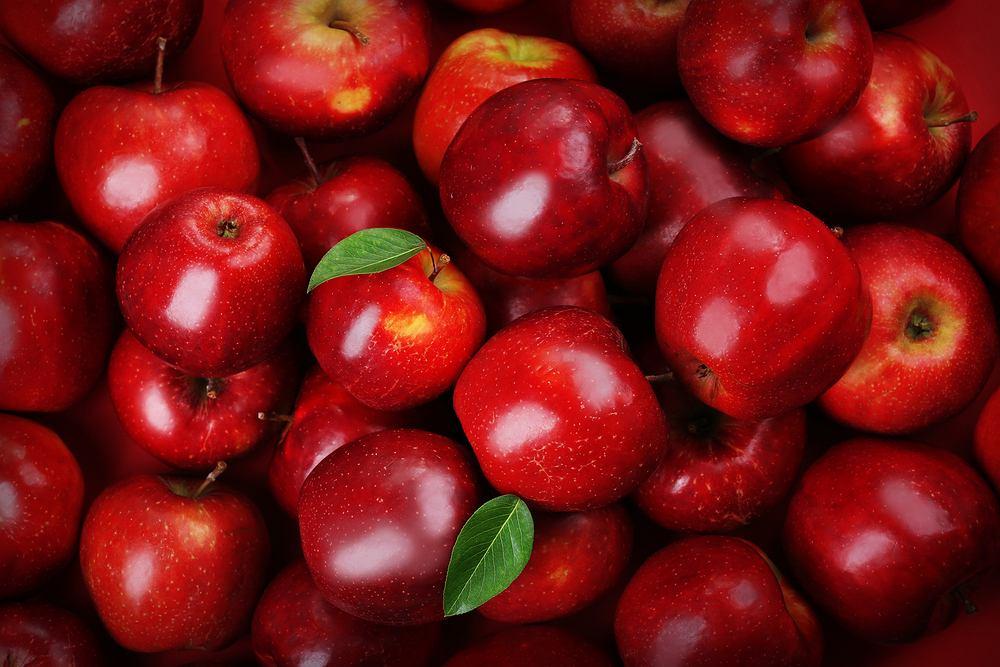 Jabłka zaliczane są do owoców niskokalorycznych, gdyż jeden średniej wielkości owoc (około 150 gramów) to wartość energetyczna wynosząca od 50 do 80 kilokalorii