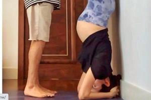 """Przyszła mama ćwiczy jogę i pokazuje, jak stoi na głowie. """"To najtrudniejsze ćwiczenie"""""""