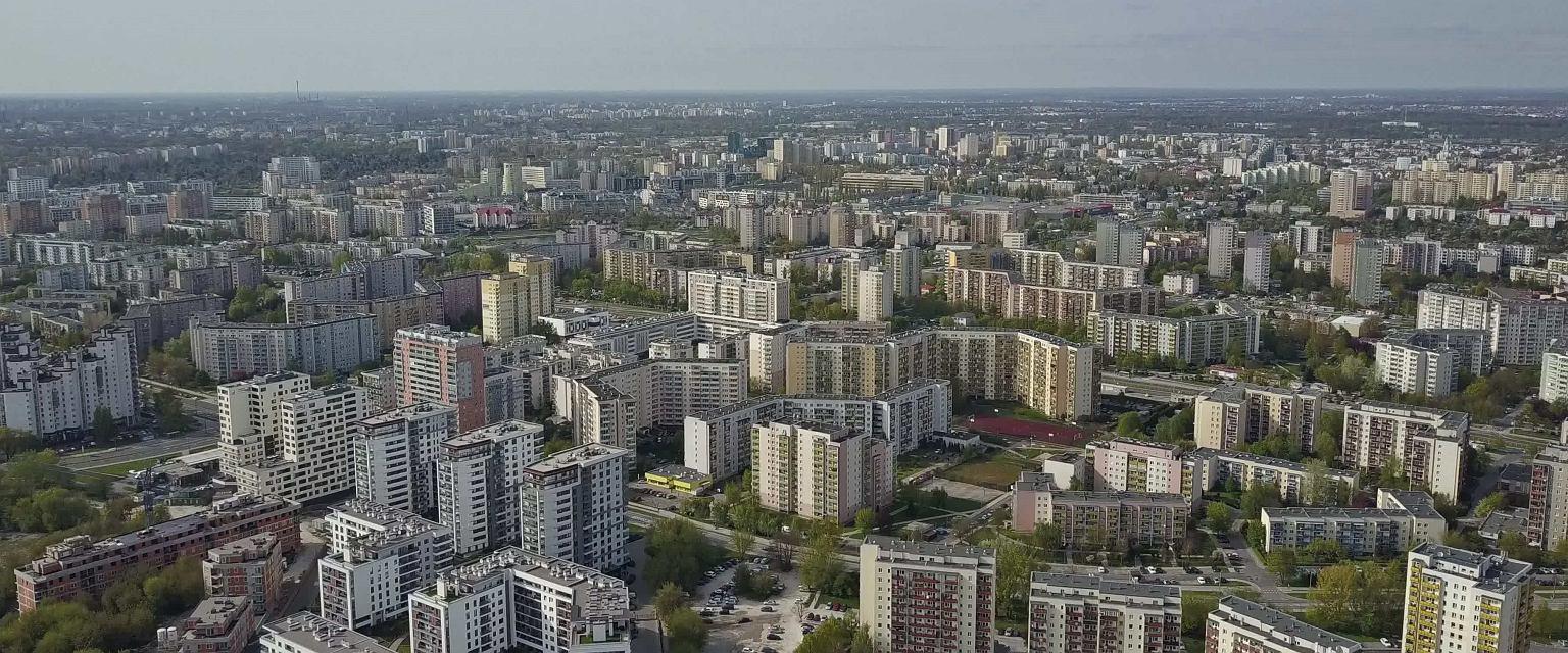 Mimo że buduje się w Polsce coraz więcej nowych budynków wielorodzinnych, to nadal ogromną część nieruchomości stanowią bloki wybudowane w latach 60. czy nawet 50 (fot. Shutterstock)