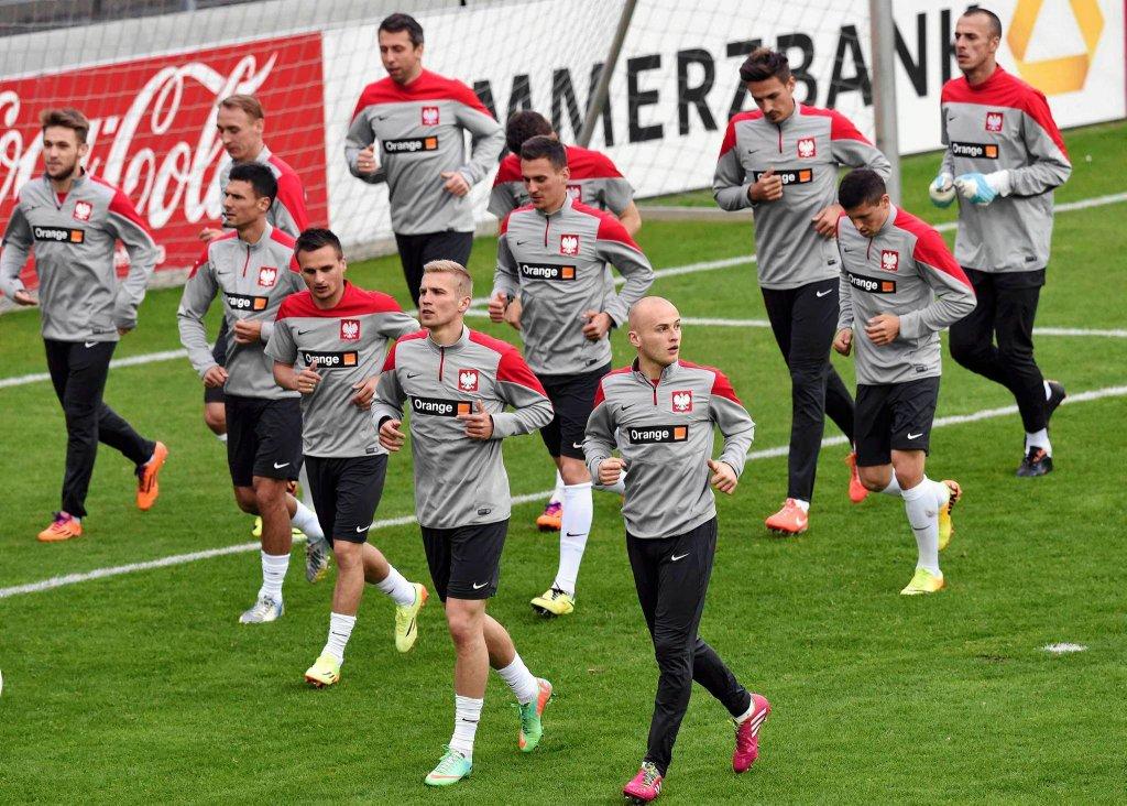 Polacy trenują w Hamburgu. Nie ma wśród nich Roberta Lewandowskiego ani Łukasza Piszczka, którzy w sobotę zagrają w finale Pucharu Niemiec