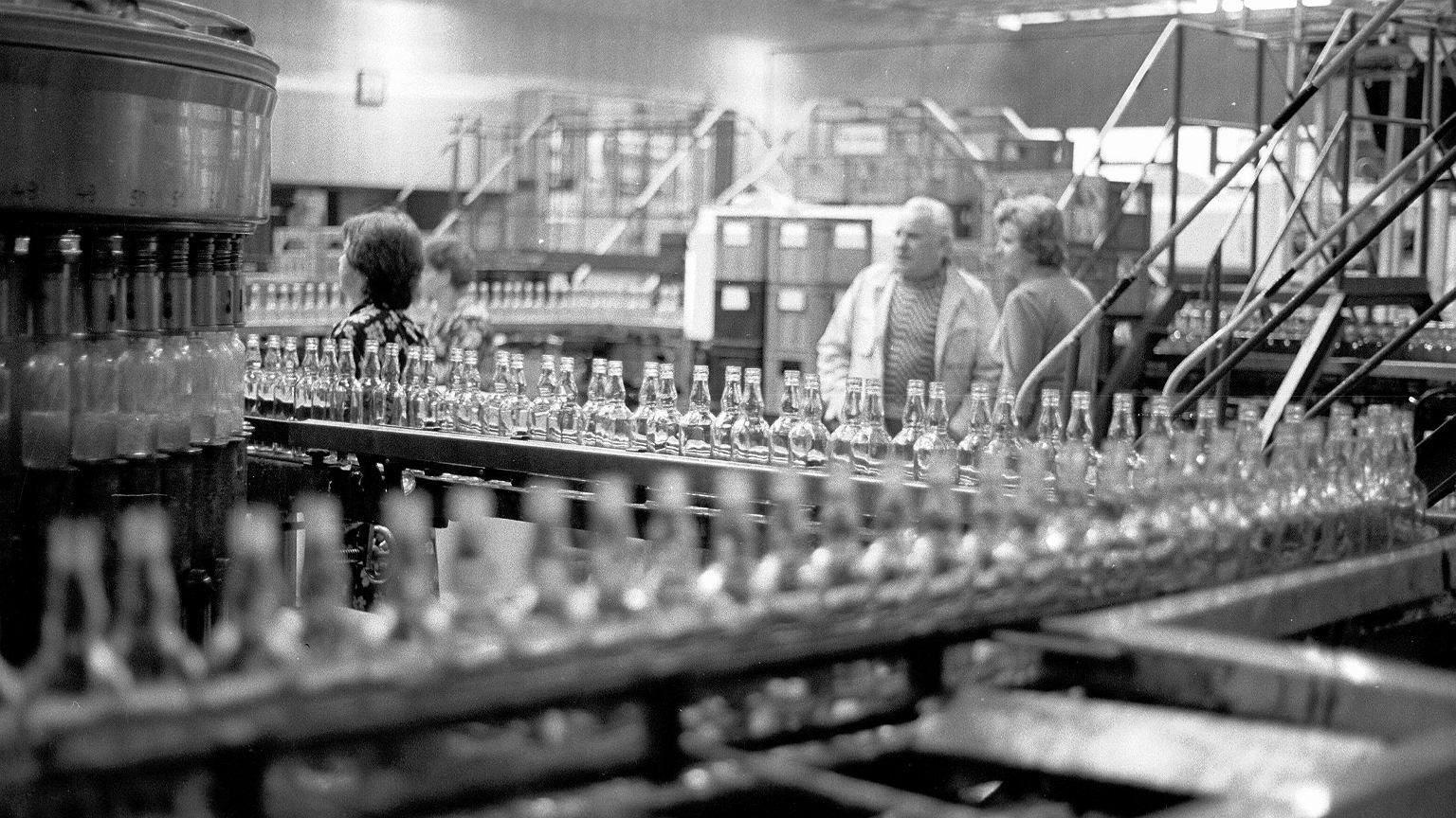 1989, produkcja wódki żytniej w Warszawskich Zakładach Przemysłu Spirytusowego
