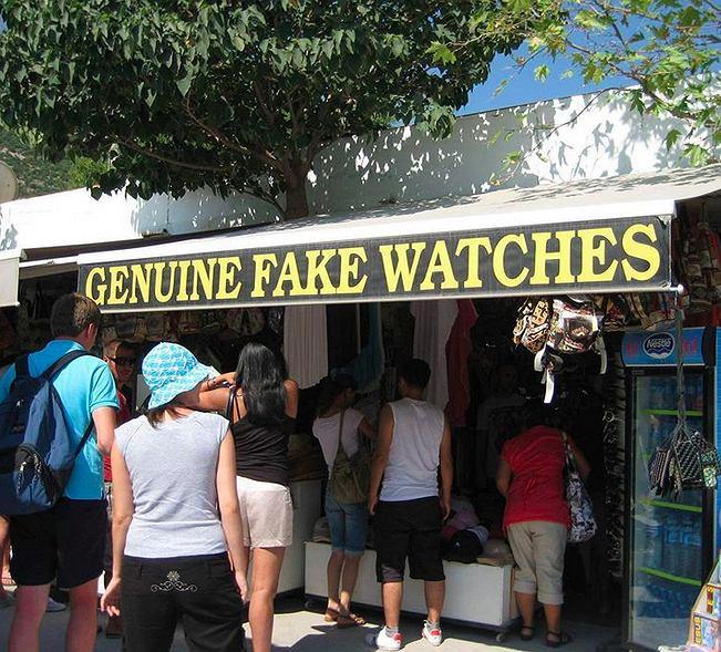 Jak rozpoznać podróbkę zegarka? W tym przypadku raczej nikt nie miałby problemu