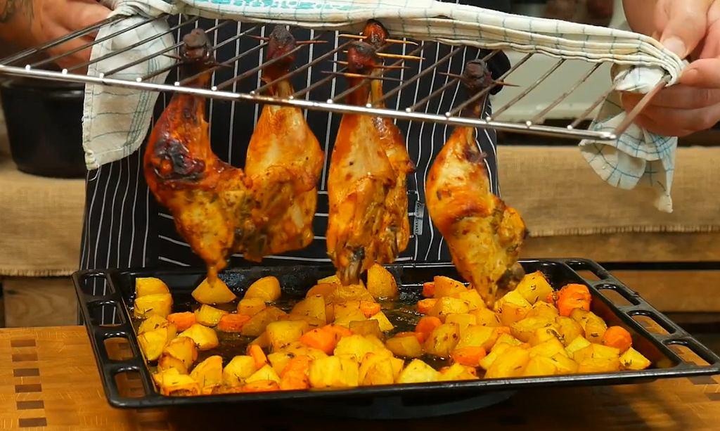 Wiszące udka z kurczaka według Tomasza Strzelczyka