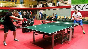 Czwarty mikołajkowy turniej VIP-ów w tenisa stołowego