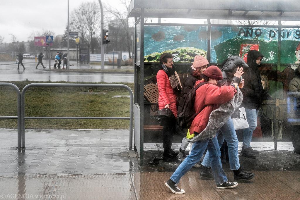 Silnie wiejący wiatr w Poznaniu