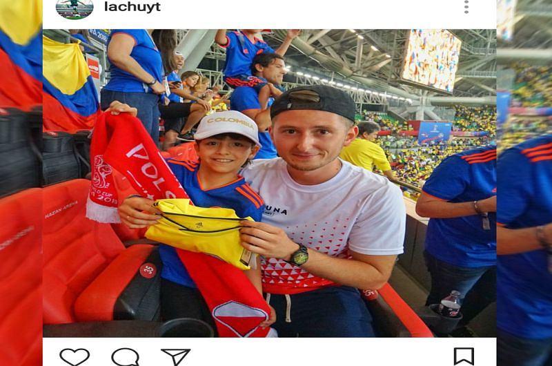 Polaka po przegranym meczu pocieszał mały Kolumbijczyk