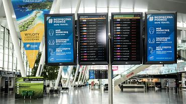 Lotnisko we Wrocławiu oferuje szybkie testy antygenowe. MZ: Nie zwalniają z kwarantanny