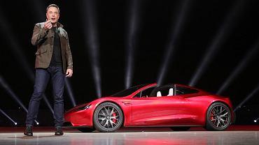 Elon Musk i Tesla Roadster 2