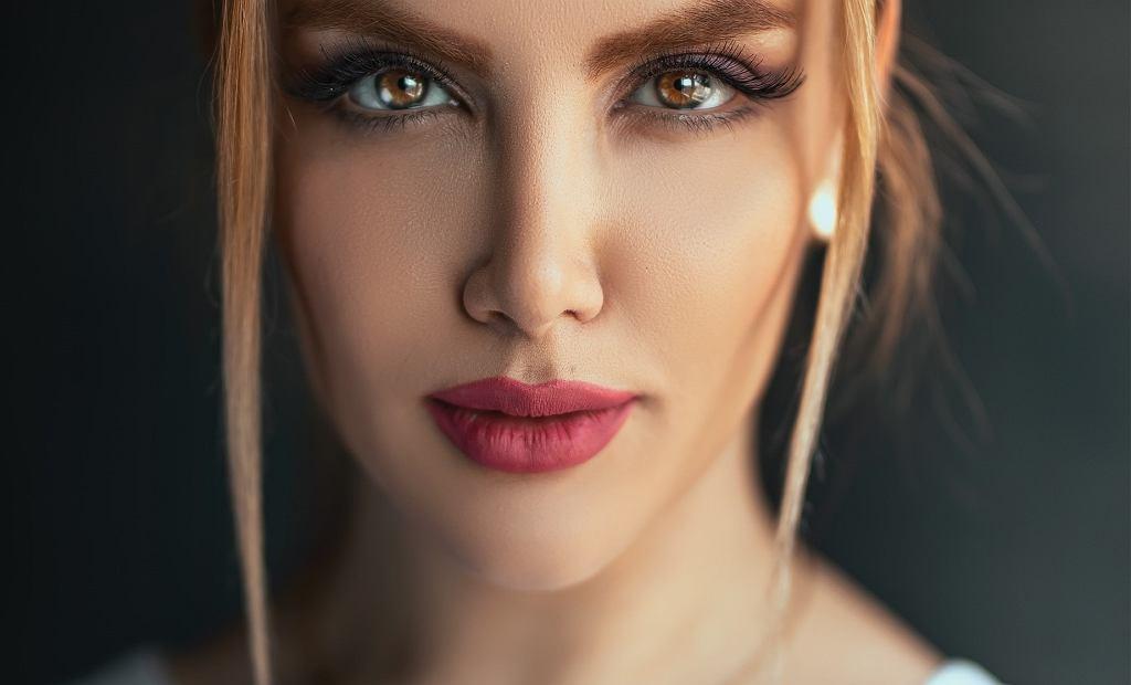 Najlepsze bazy pod makijaż. Na co warto zwrócić uwagę przy ich wyborze?