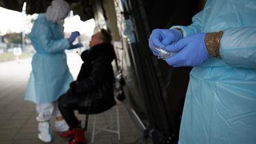 Pandemia koronawirusa. Testowanie nauczycieli na obecność SARS-CoV-2 (COVID-19). Poznań, 11 stycznia 2021