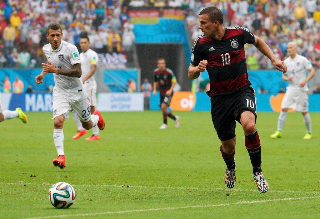 Przy piłce Lukas Podolski
