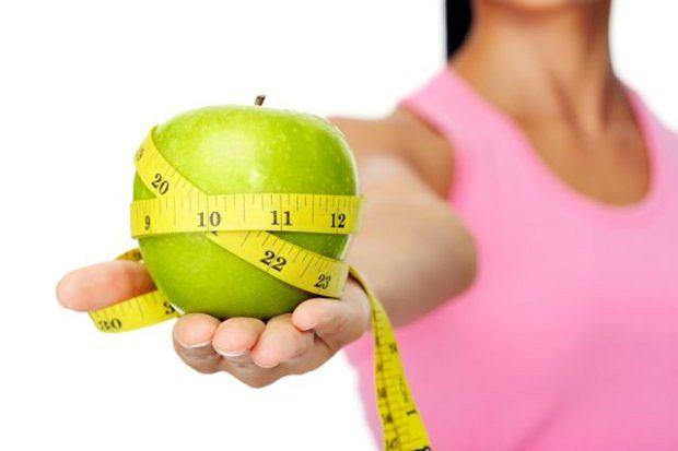 Popularne diety cud nie sprawdzają się w dłuższej perspektywie (i skutkują efektem jo-jo). Jeśli nie wiemy, co powoduje nasze problemy, walczymy na oślep