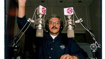 Marek Niedźwiecki to kolejny wieloletni dziennikarz i głos radiowej Trójki, który w świetle cenzury na antenie postanowił odejść z Programu III Polskiego Radia.
