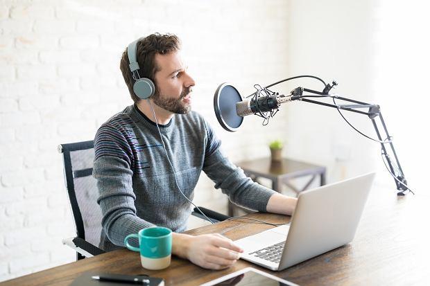Smartfon, mikrofon i ciche miejsce. Podcasty są dla każdego