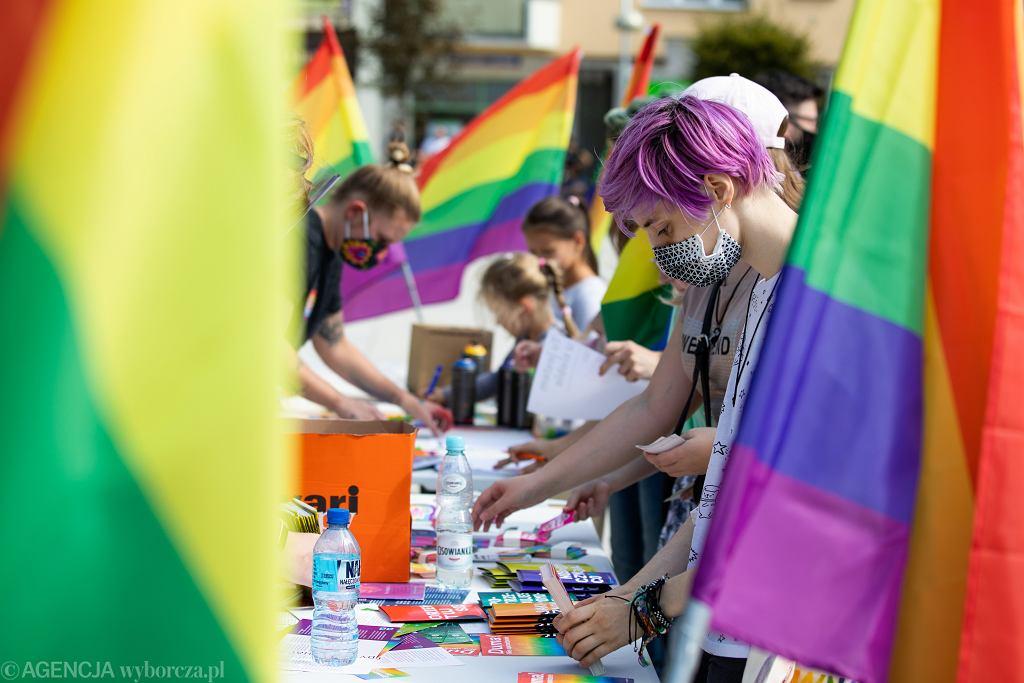 Komisja Europejska odbierze Polsce fundusze za dyskryminowanie praw społeczności LGBT?