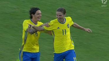 Paweł Cibicki strzela bramkę dla Szwecji