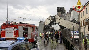Zniszczony wiadukt na autostradzie w Genui