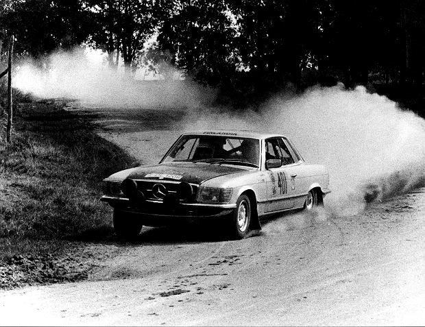 Rajd Vuelta a la América del Sud w 1978 r. Zespół Timo Makinen/Jean Todt w Mercedesie 450 SLC (C 107).