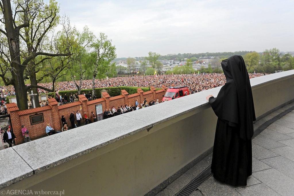 Siostry nie mają prawa głosu (fot. Matusz Skwarczek / Agencja Gazeta)