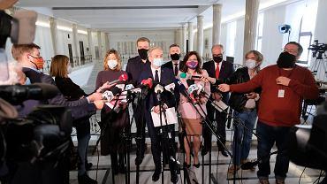 Przedstawiciele Lewicy podczas konferencji ws. ustaleń ze spotkania z premierem Morawieckim (zdjęcie z 27 kwietnia)